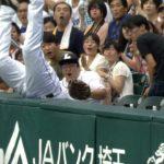 【プロ野球パ】お客さんびっくり!メヒアが真っ逆さまで観客席へ 2015/09/12 L-F