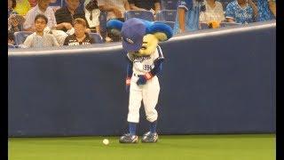 あ、目の前に球が落ちてる…関係者に尋ねる。ドアラ子供にめっちゃ優しい♪