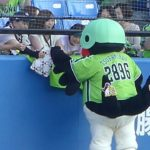 つば九郎試合前にファンサービス&お返しが凄い
